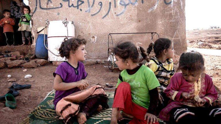 Comenzaron las clases en el territorio controlado por ISIS: prohíben matemática, sociales y deportes