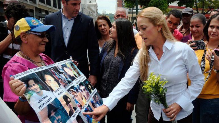 La esposa de Leopoldo López informó que piensan trasladar a su marido a otro penal