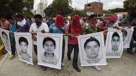 Marcha en Acapulco por los estudiantes asesinados