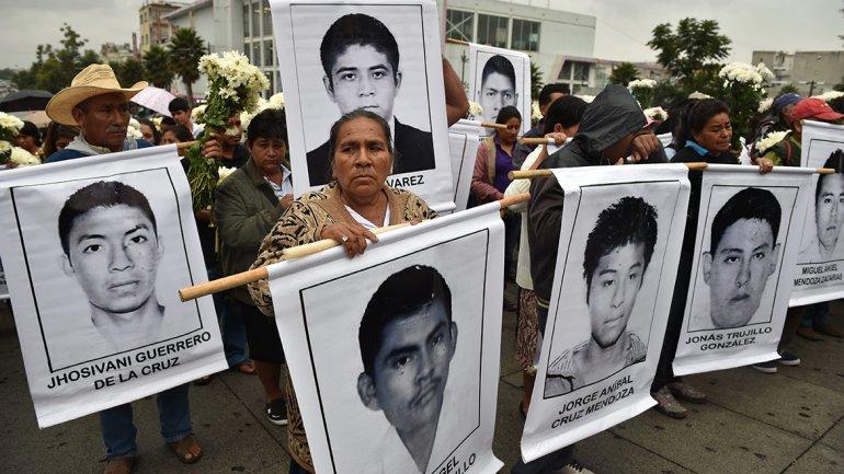 Padres de estudiantes mexicanos no se rinden en su búsqueda