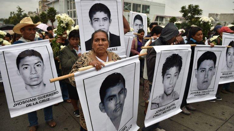 El narco, un alcalde y su esposa, señalados por la desaparición de 43 estudiantes en México