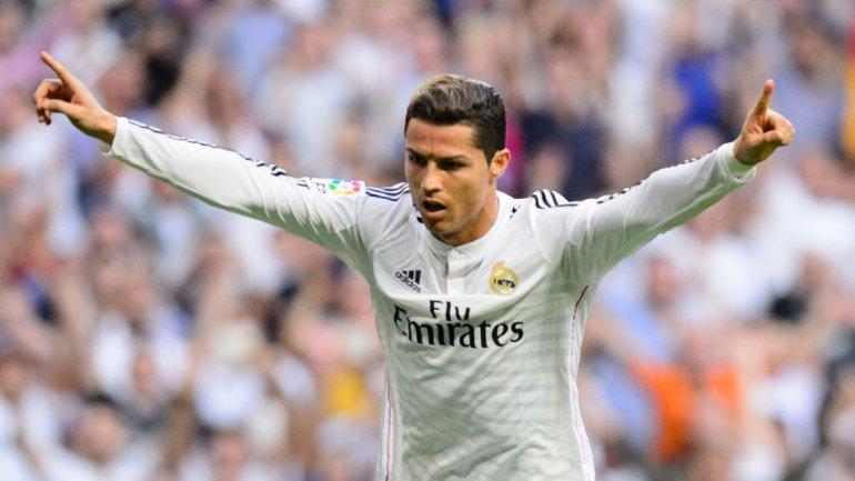 Real Madrid, vistoso, contundente y goleador, apabulla a un pobre Barcelona y se acerca