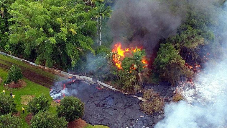 Erupción en Hawaii: la lava del volcán Kilauea avanza y el gobierno moviliza al Ejército