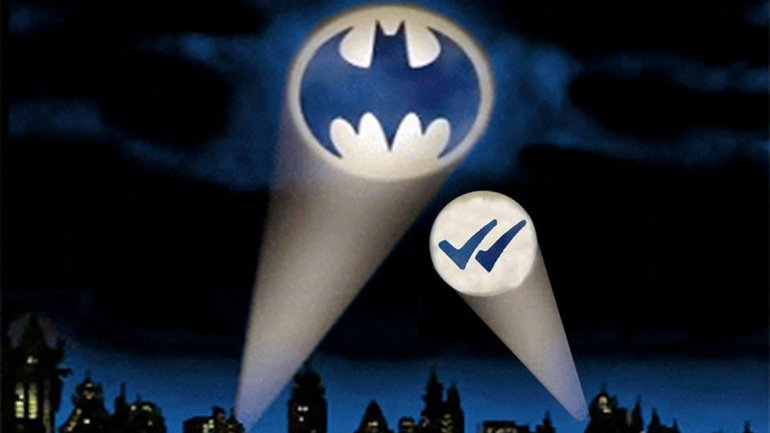 Batman y el doble check azul de WhatsApp