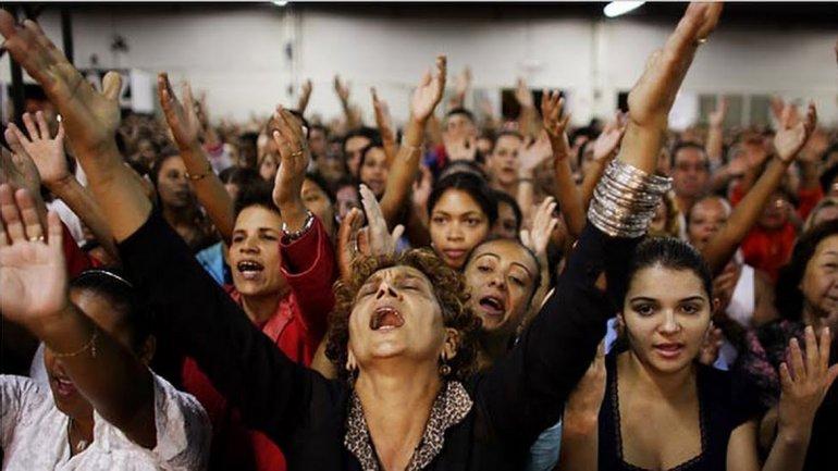 Una misa en una Iglesia Pentecostal, en Brasil