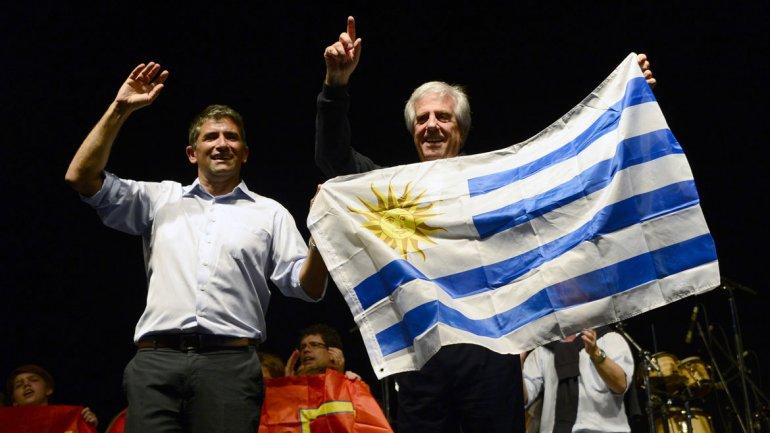 Con una amplia ventaja para el Frente Amplio, Vázquez y Lacalle Pou cerraron sus campañas