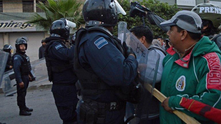 México: un concierto por los 43 estudiantes terminó en enfrentamientos con la policía