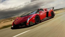 1. Lamborghini Veneno Roadster.Su precio ronda los 4,5 millones de dólares, tiene 750 caballos de fuerza y acelera de 0 a 100 kilómetros por hora en 2,9 segundos. La marca italiana decidió hacer sólo nueve unidades de este modelo y se estima que los compradores están en Dubai