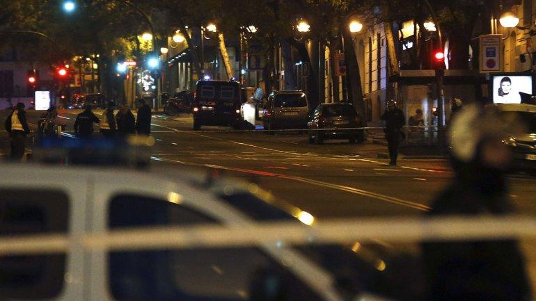 Madrid: un empresario estrelló un coche que podría tener explosivos contra la sede del PP