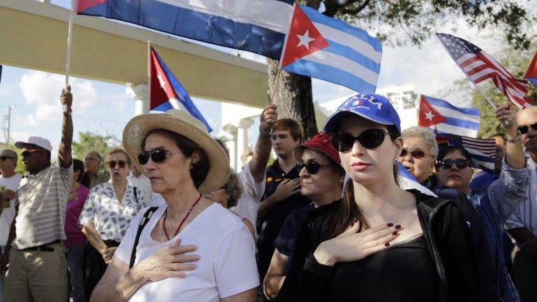 Cubanos exiliados en Miami en una protesta contra el acuerdo