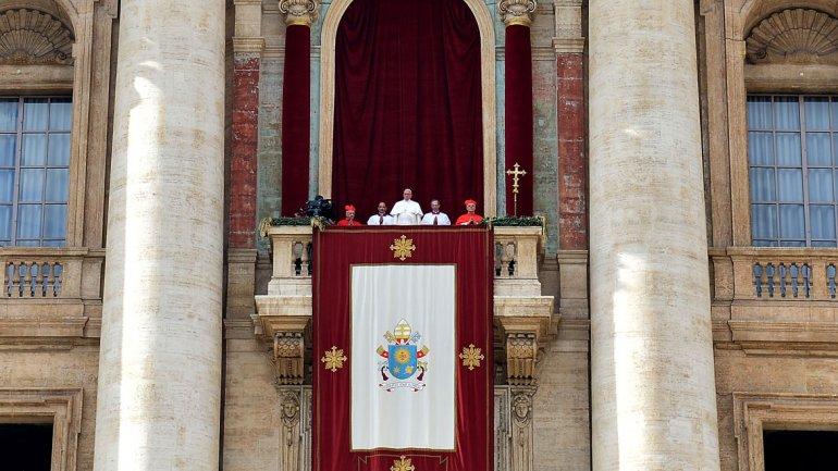 <p>Francisco dio la bendición