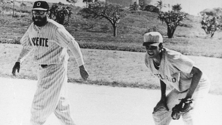 Castro era un gran fanático y jugador de béisbol. 1963<br>