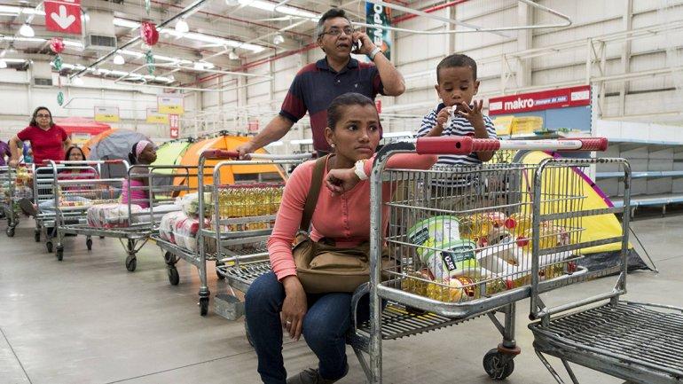 La canasta básica familiar en Venezuela aumentó un 93 por ciento el año pasado
