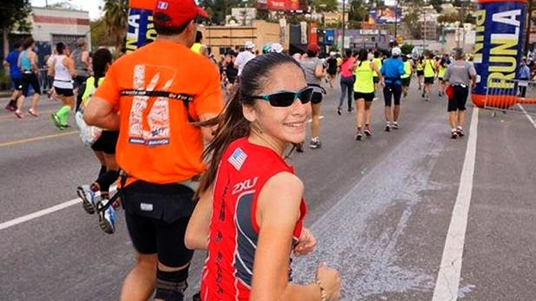 Maratonista de 12 años rompe récord al correr en los cinco continentes