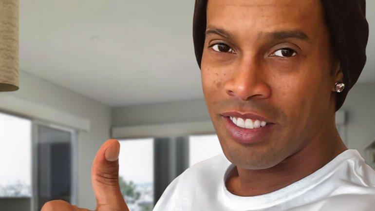 Ronaldinho está promocionando sus nuevos hoverboards personalizados