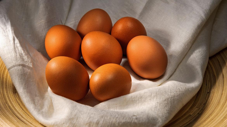 Huevo. Es la mayor fuente de proteínas. Uno solo provee el 30% de la cuota diaria necesaria. Son fundamentales para que el cuerpo se reponga luego de hacer ejercicio