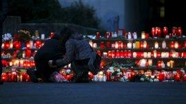 Los estudiantes ponen velas en la escuela secundaria Joseph-Koenig-Gymnasium