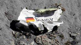 Uno de los pilotos del avión de Germanwings se encerró en el control y estrelló la nave, matando a las 150 personas