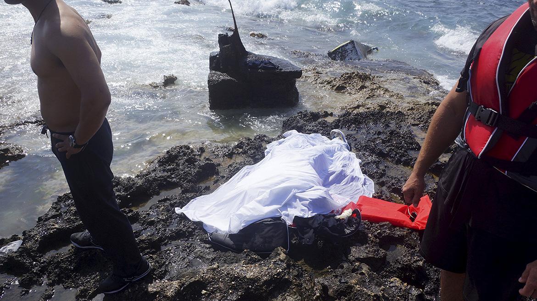 Las autoridades griegas pudieron rescatar a 93 migrantes, de los cuales 30 debieron ser hospitalizados, pero se mantuvieron prudentes sobre el número real de personas a bordo, por lo que el número de fallecidos podría aumentar.
