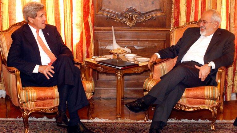John Kerry y su homólogo iraní Mohammad Javad Zarif