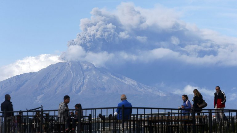Tras la erupción del volcán Calbuco, El Bolsón se prepara para la posible caída de cenizas