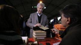 El presidente de UruguayTabaré Vázquez se acercó este domingo a las urnaspara votar