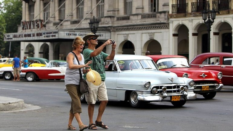 Algunos turistas norteamericanos que quieren visitar Cuba sufren los controles estrictos del régimen castrista