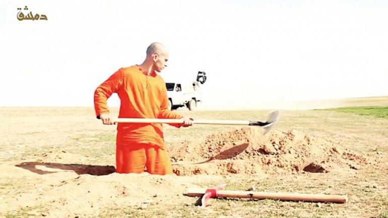 El Estado Islámico obliga a prisionero a cavar su propia tumba antes de ser decapitado