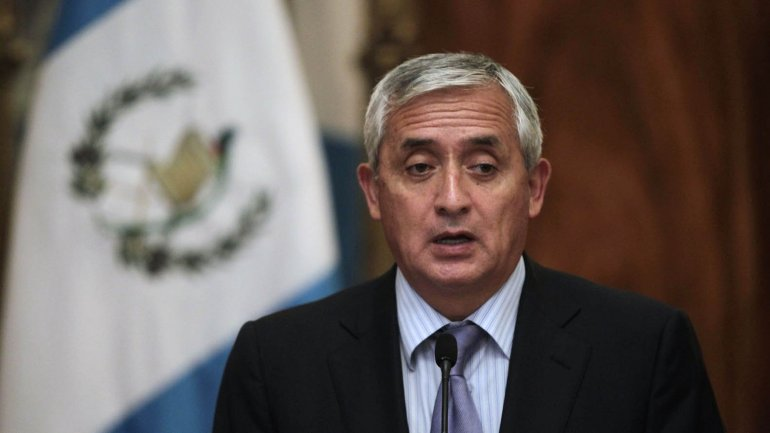 Pérez Molina presenta amparo contra recomendación para retiro de su inmunidad