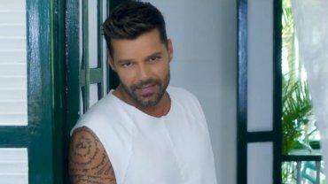 """Ricky Martin lanzó el videoclip de """"La mordidita"""", su nuevo hit"""