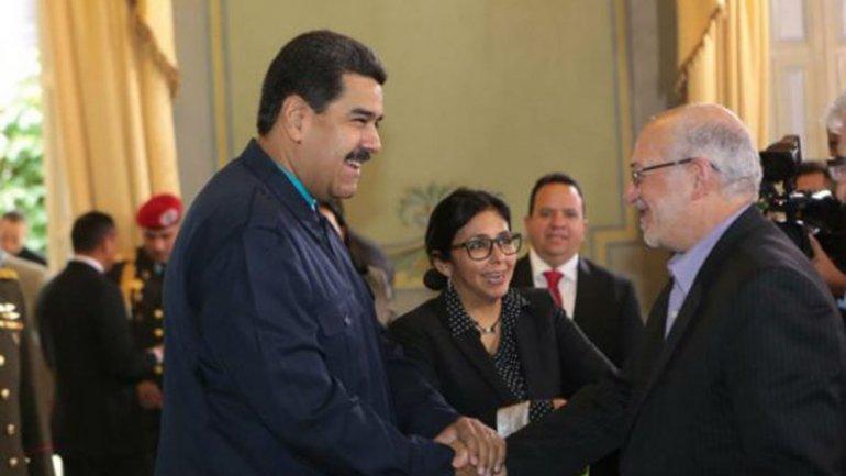 El presidente venezolano Nicolás Maduro y el ministro de Industria, Minería y Comercio de Irán, Mohammad Reza Nematzadeh