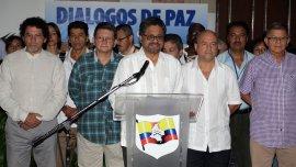 De izquierda a derecha, Pastor Alape, Pablo Catatumbo, Iván Márquez, Carlos Antonio Lozada y Rodrigo Granda