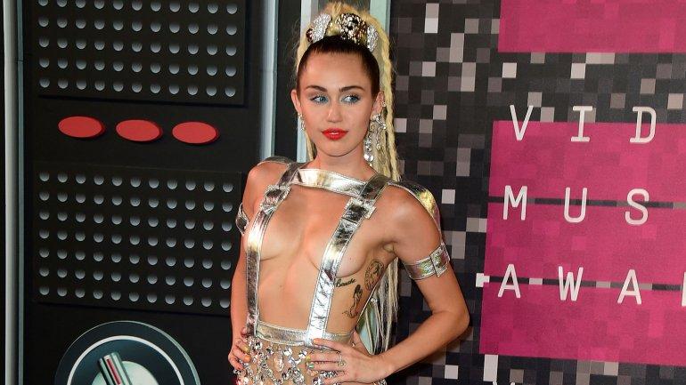 Woody Allen eligió a Miley Cyrus en lo que será su primera serie para Amazon
