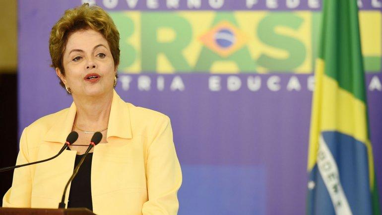 Dilma Rousseff responsabiliza del déficit a la recesión