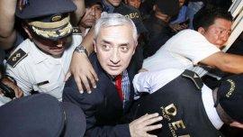 El ex presidente de Guatemala, Otto Pérez Molina, fue detenidoa la espera de que un juez decida si plantea cargos formales en su contra