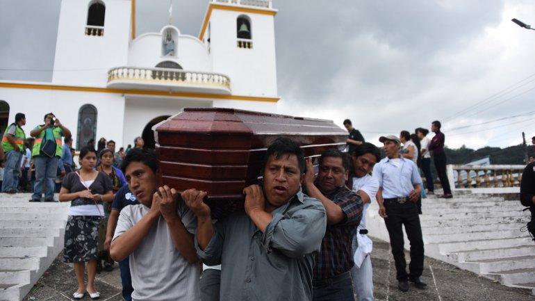Ascienden a 131 los muertos por el alud en Guatemala