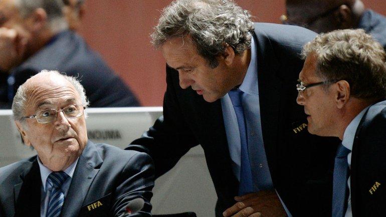 Joseph Blatter, Michel Platini y Jerome Valcke, quienes fueron suspendidos por la FIFA por 90 días