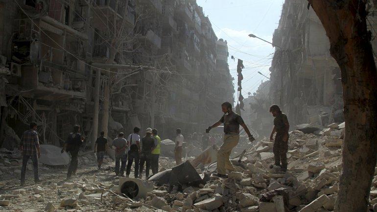 Cerca de 16 ataques cayeron sobre el principal bastión sirio de ISIS en Raqqa