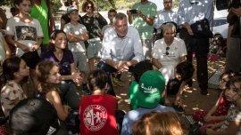 El alcalde de Nueva York, de Blasio, visitó una escuela de niños israelíes y palestinos