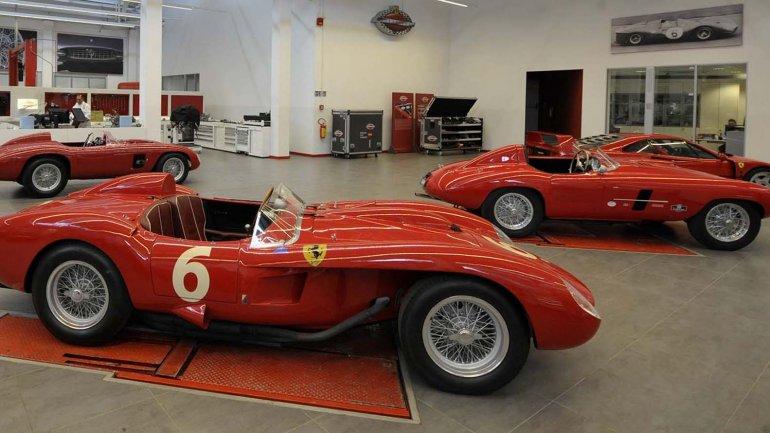 El 8 de mayo de 2013 se exhibieron modelos de los coches de Ferrari en la fábrica de Ferrari en Maranello, Italia.