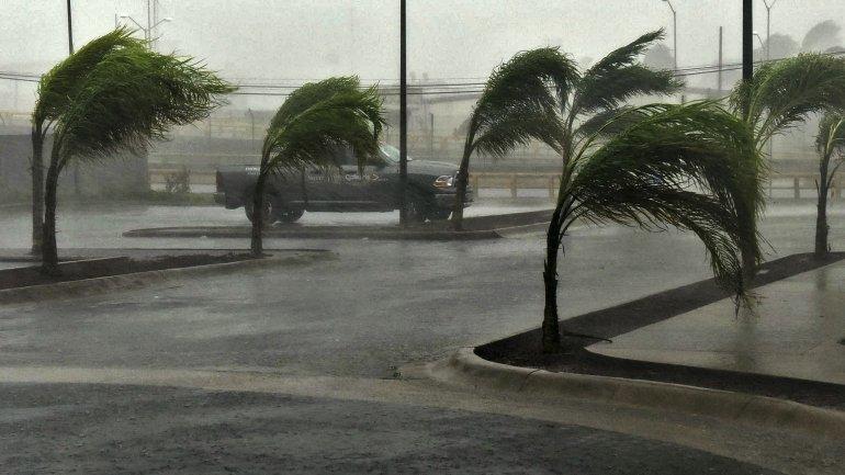 Seis personas murieron por el huracán Patricia en México