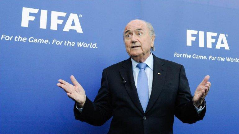 Joseph Blatter felicitó a Gianni Infantino a pesar de no poder presenciar su triunfo por estar suspendido