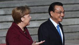 Angela Merkel yLi Keqiang en Pekín