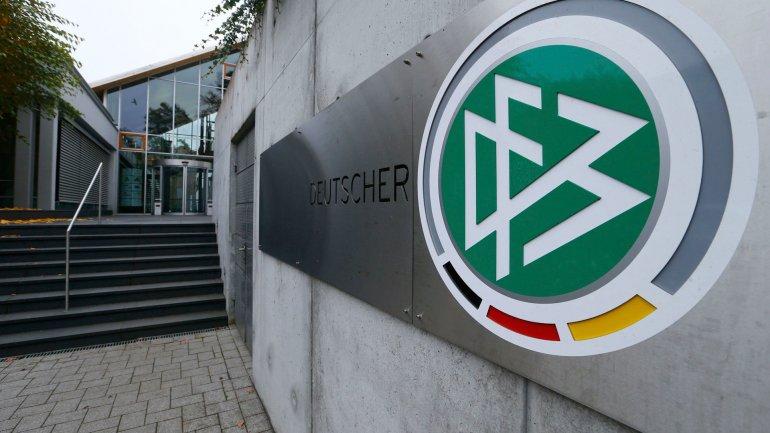 La Policía incautó documentos, computadoras y discos duras de la Federación Alemana (DBF) en busca de material incriminatorio
