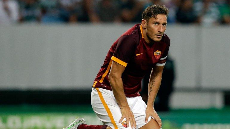 Francesco Totti le paga a policías para que custodien a su hijo