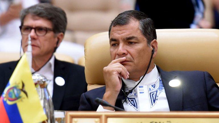 El presidente ecuatoriano Rafael Correa está preocupado por el derrumbe de su milagro económico.