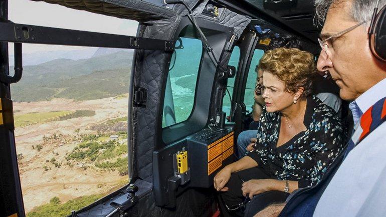 La presidente Dilma Rousseff sobrevoló la zona afectada por el desastre