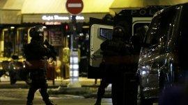 Fuertes intercambios de disparos entre la Policía y el sospechoso de estar involucrado en los atentados de París