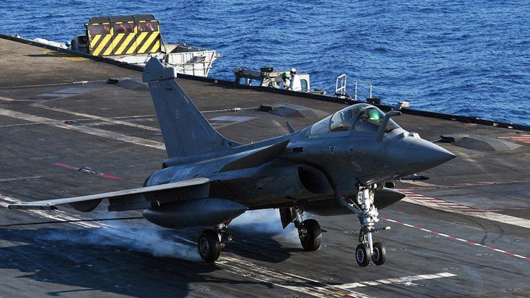 Francia se prepara para atacar al Estado Islámico desde un portaaviones ubicado en el Mediterráneo