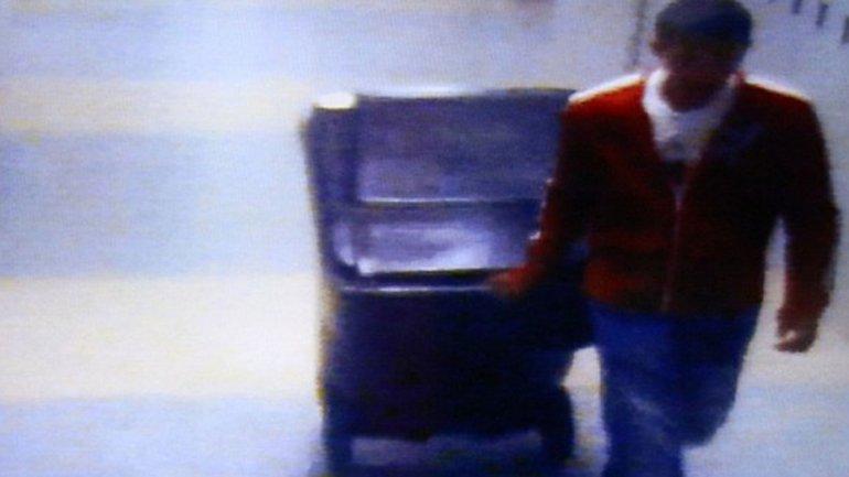 Philip Chism trasladando el cadáver de su profesora
